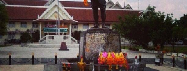 Phraya Pichai Dab Hak Monument is one of พะเยา แพร่ น่าน อุตรดิตถ์.