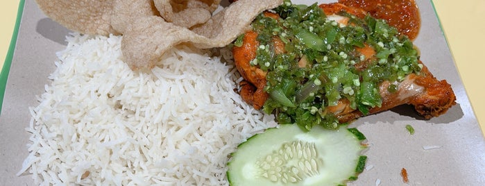 Green Chilli Chicken Rice is one of Micheenli Guide: Nasi Ayam Penyet/Goreng in SG.