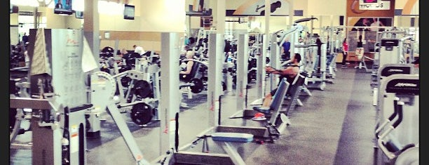 24 Hour Fitness is one of Lugares favoritos de Susan.