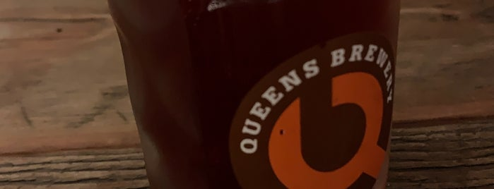 Queens Brewery is one of Locais curtidos por Erik.