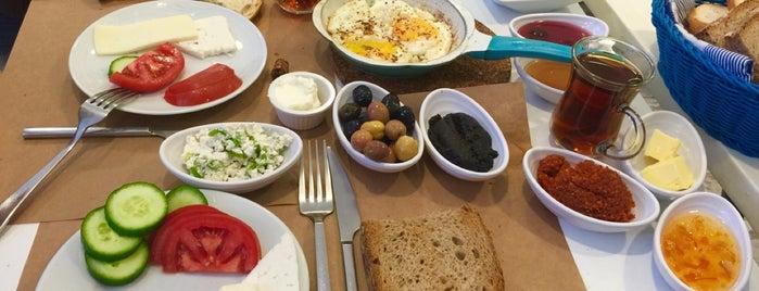 Mavi Kahvaltı & Cafe is one of Lugares guardados de sadee.