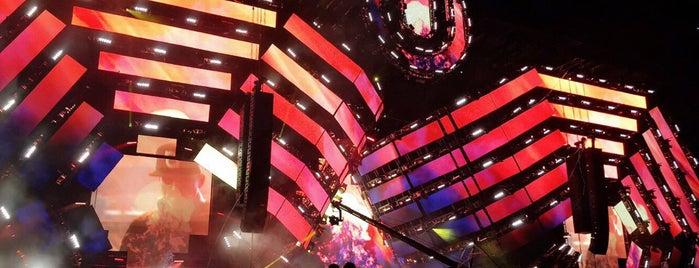Ultra Music Festival is one of Locais curtidos por brett.