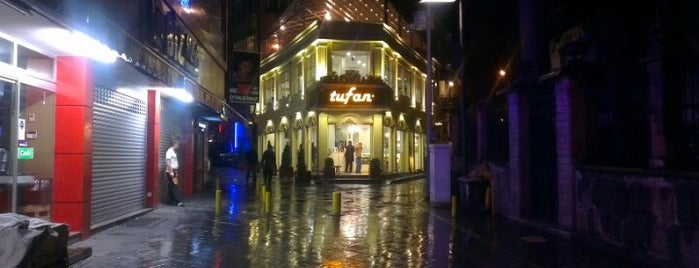 Tufan Cafe & Bistro is one of Lieux qui ont plu à Bengü Deliktaş.