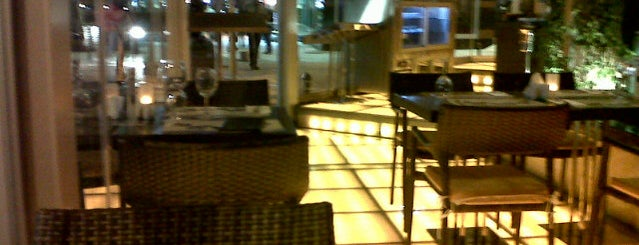 Hideout Kebab Restaurant @ Eresin Taxim Hotel is one of Lugares guardados de Adnan.