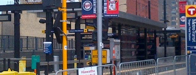 Target Field LRT Station is one of สถานที่ที่ Alan ถูกใจ.