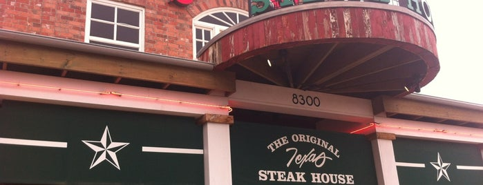 Saltgrass Steak House is one of Lugares favoritos de Mike.