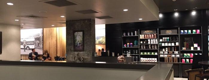 Starbucks is one of Orte, die Maurice gefallen.