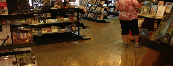 Sandmeyer's Bookstore is one of How to chill in ChiTown in 10 days.