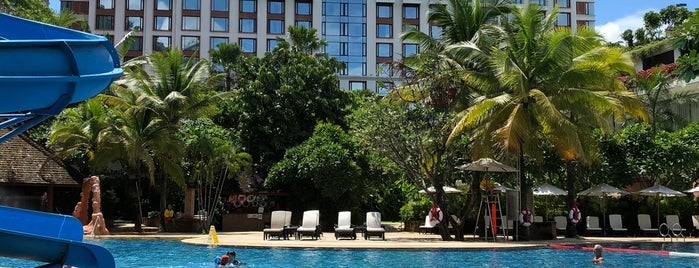 Poolside @ Shangri La is one of Gordon 님이 좋아한 장소.