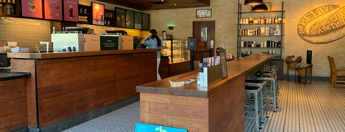 Starbucks is one of Orte, die Shank gefallen.