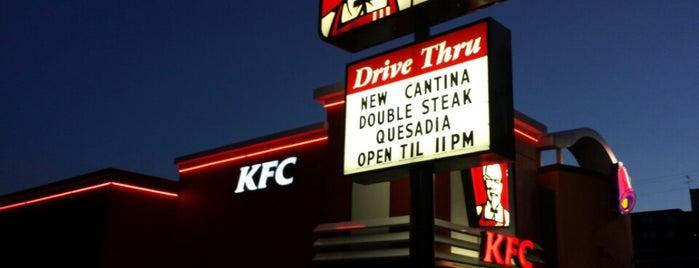 KFC/Taco Bell is one of สถานที่ที่ Melanie ถูกใจ.