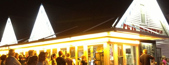 Ted Drewes Frozen Custard is one of Markさんの保存済みスポット.