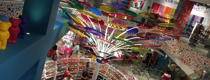 Dylan's Candy Bar is one of Posti che sono piaciuti a Rick.