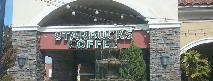 Starbucks is one of Alex 님이 저장한 장소.