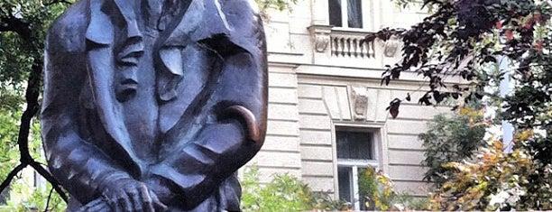 Nagy Imre szobor is one of Budapeşte.