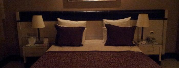 Rescate Hotel is one of Tempat yang Disukai Ömer & Nihal.