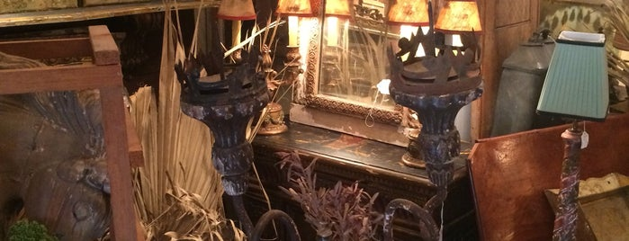 Antiques on Jackson/Simon is one of Pärtāke™ New Orleans ⚜.