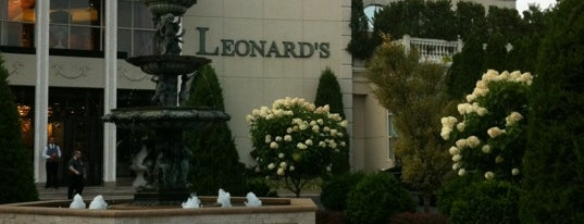 Leonard's Palazzo is one of Locais curtidos por Brian.