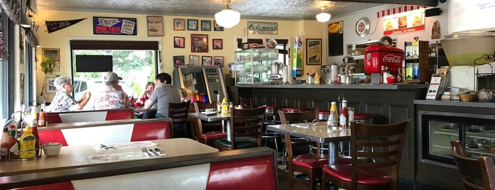 Reminisce 50's Diner is one of สถานที่ที่ Dave ถูกใจ.
