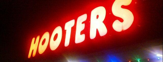 Hooters is one of Tempat yang Disukai 🖤💀🖤 LiivingD3adGirl.