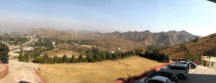 Bhairav Garh Resort is one of Alinutza's Saved Places.