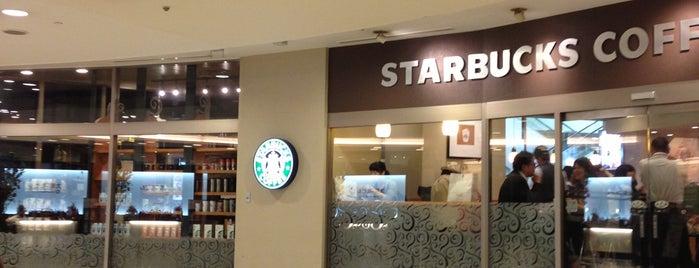 Starbucks is one of Lieux sauvegardés par Hitoshi.