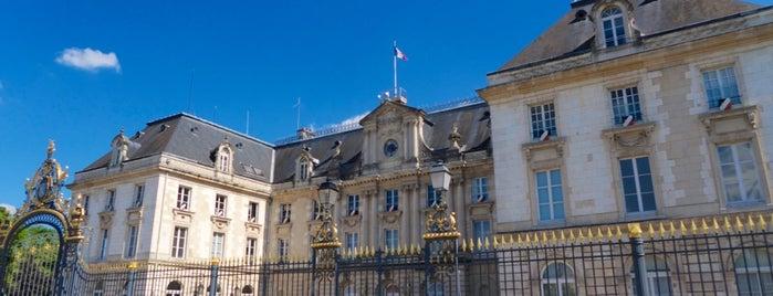 Hôtel de préfecture de l'Aube is one of Troyes.