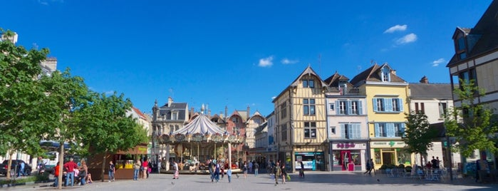 Place Alexandre Israël is one of Troyes.