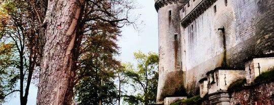 Château de Pierrefonds is one of Bienvenue en France !.