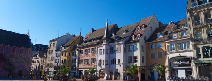 Place de la Réunion is one of Bienvenue en France !.