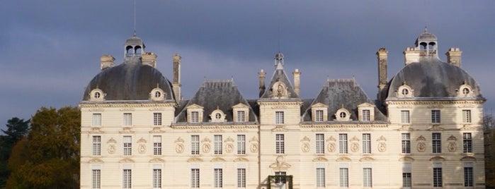 Château de Cheverny is one of Châteaux de la Loire.