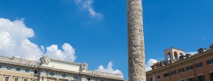 Piazza Colonna is one of Rome / Roma.