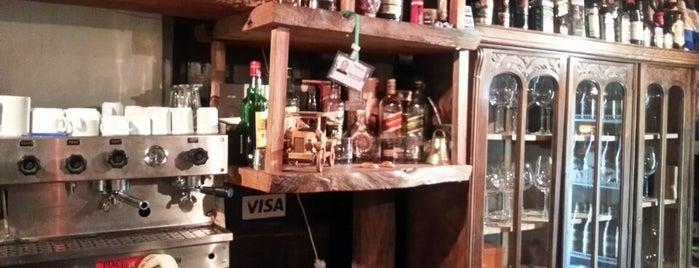 Resto Bar Oliver Cafe is one of Tempat yang Disukai Xavi.