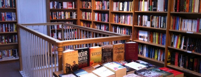 Bridge Street Books is one of Orte, die Daniya gefallen.