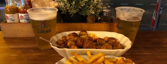 Curry & Beer is one of Jonさんのお気に入りスポット.