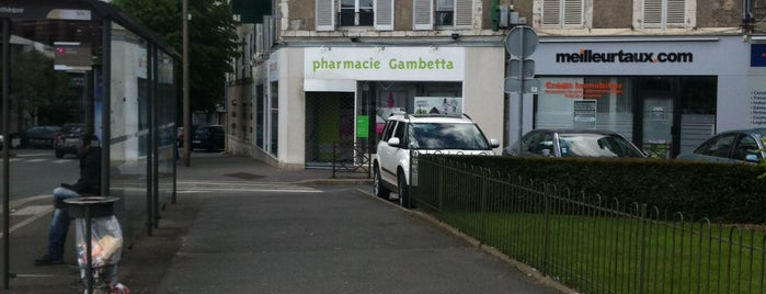 Pharmacie Gambetta is one of anthonyさんの保存済みスポット.