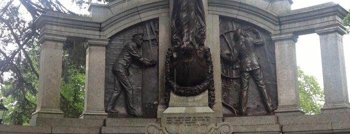Titanic Memorial is one of Southampton.