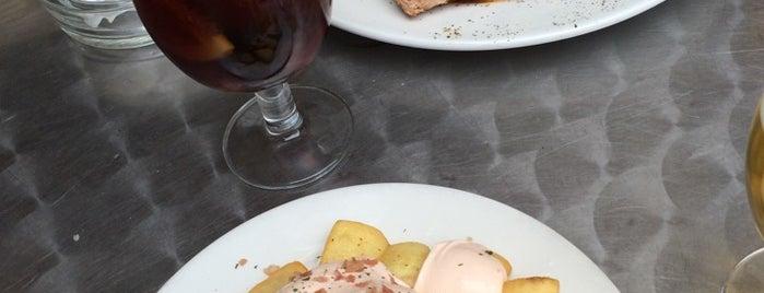 Cafetería Universal is one of สถานที่ที่ Joanne ถูกใจ.