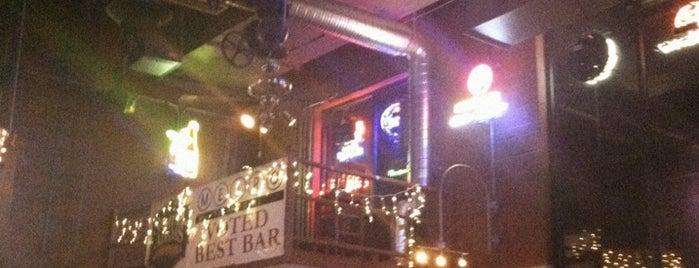 Metro Bar And Grill is one of Locais salvos de Robert.