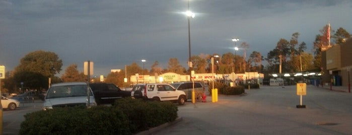 Walmart Supercenter is one of Locais curtidos por Rita.