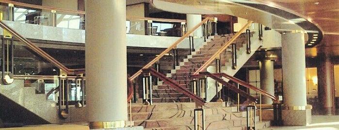 Hyatt Regency Cologne is one of Tempat yang Disukai Stefania.