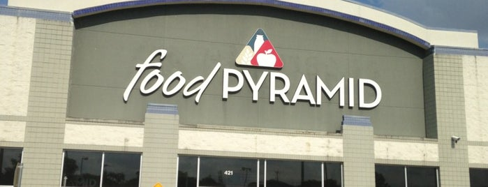 Food Pyramid is one of Lugares favoritos de Earl.