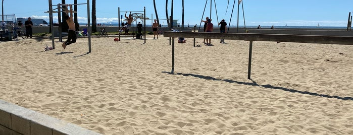 Muscle Beach is one of Attractions.