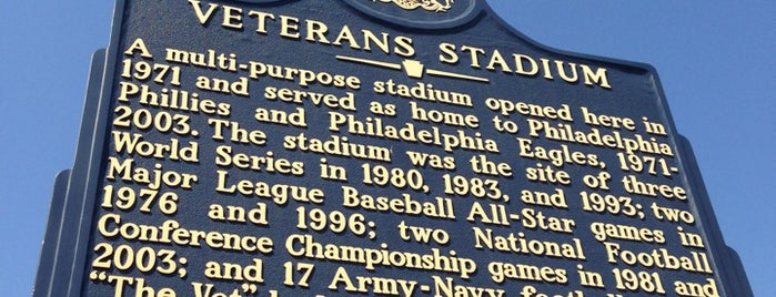 Veterans Stadium is one of Lugares favoritos de Christopher.