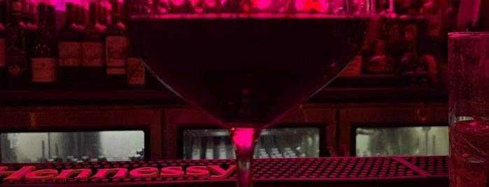 Public Wine Bar is one of Tempat yang Disukai Jayant.