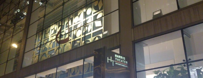 Harris Theatre for Music and Dance is one of Lugares favoritos de Chris.