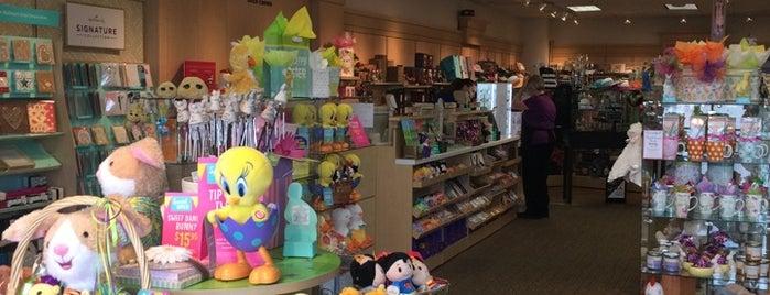 Ellen's hallmark shop is one of Orte, die Bayana gefallen.