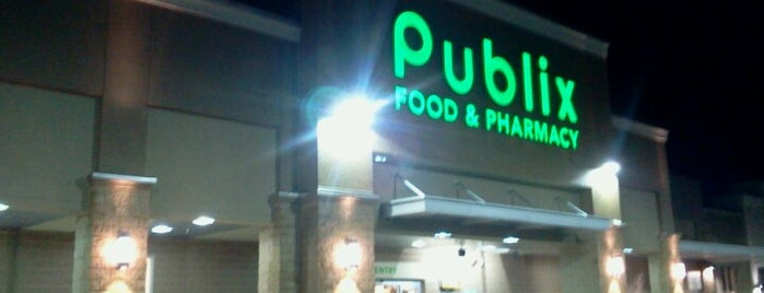 Publix Super Market at Renaissance City Center is one of Lugares favoritos de Karen.