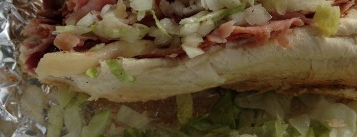 Captain Nemo's Submarine Sandwiches is one of Lieux qui ont plu à Willie.