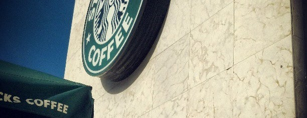 Starbucks is one of Orte, die Jhalyv gefallen.